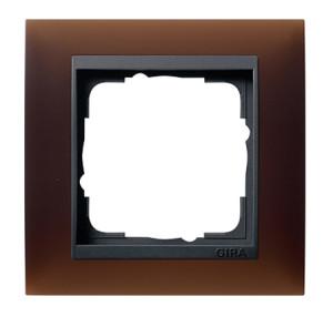 Рамка, темно-коричневая с черной вставкой Gira Event