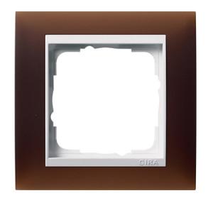 Рамка, темно-коричневая с белой вставкой Gira Event